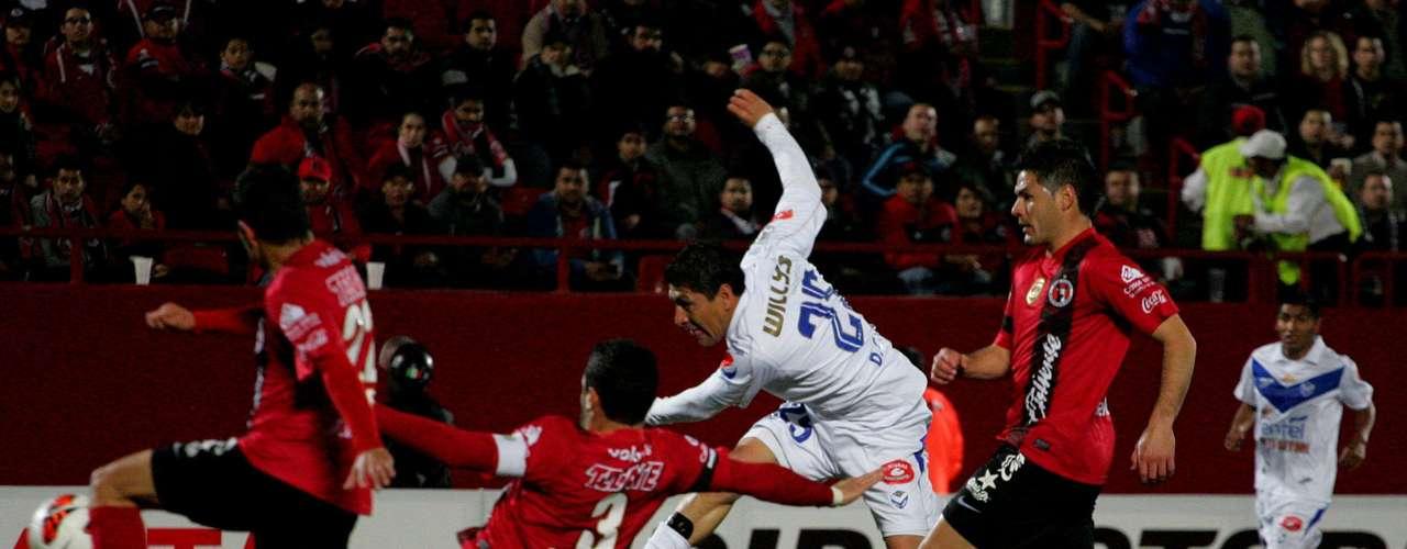 De las pocas jugadas ofensivas que tuvo el San José en e arco de Cirilo Saucedo.