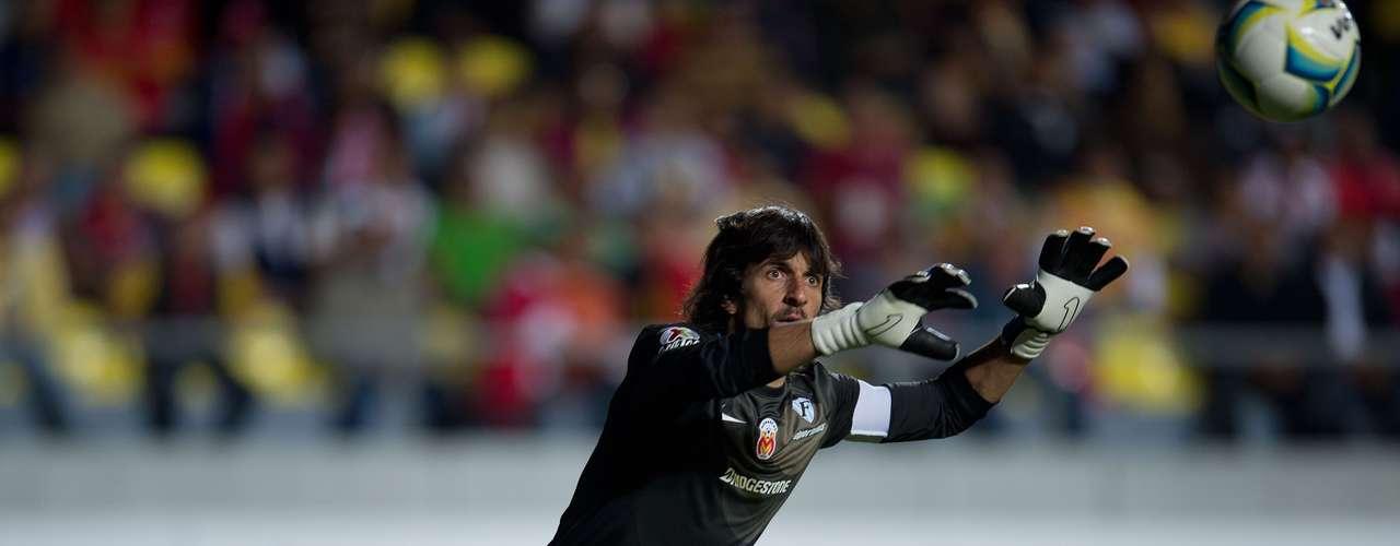 FEDERICO VILAR. En el último partido ante Tigres se 'comió' el gol de tiro libre que consiguió Lucas lobos, por lo que el arquero de Monarcas debe sacarse la espina a como dé lugar ante las Águilas.