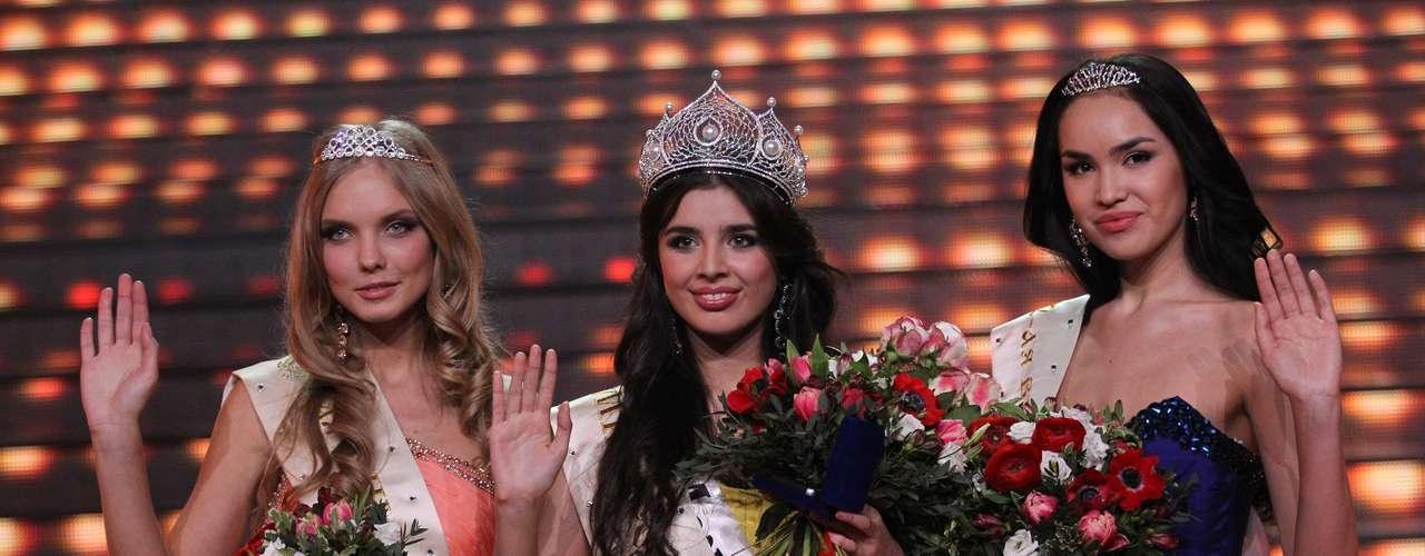 La nueva reina rusa, quien es procedente de la ciudad de Mezhdurechensk en Kemerovo, se desempeña como estudiante de la Universidad de Ferrocarriles de Siberia.