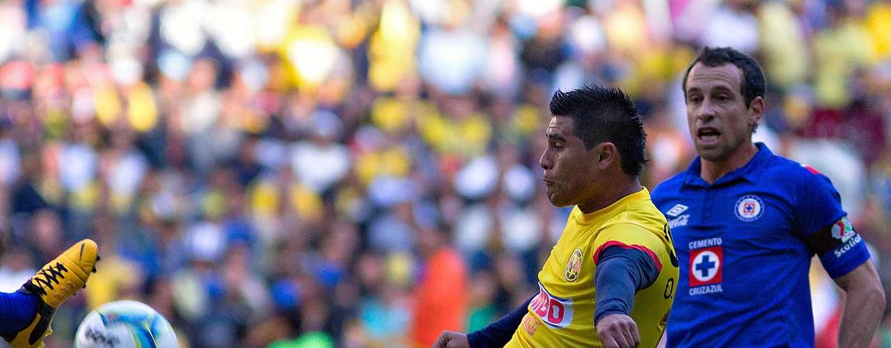 Volante ofensivo - Osvaldo Martínez - América. El paraguayo tuvo una buena tarde en el clásico joven al poner dos de los tres pases para gol