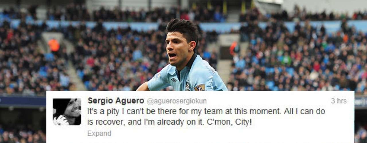 Sergio Agüero no jugó con el Manchester City en el partido del lunes contra el Aston Villa, y aunque estaba triste, no dejó de apoyar a sus compañeros.