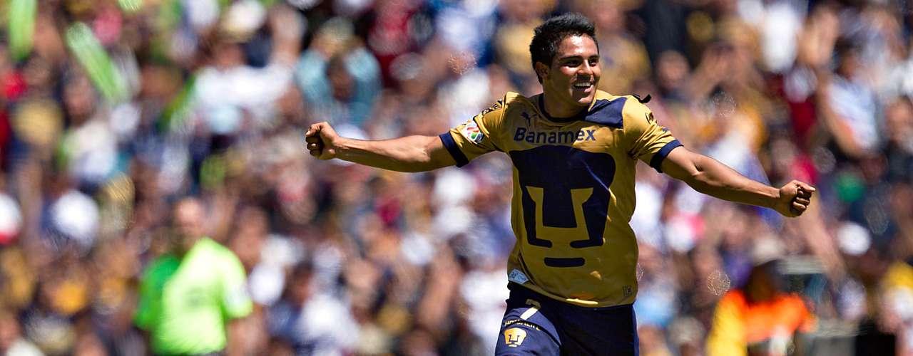 Pumas parecía ganar el duelo ante Chivas, con un doblete de Martín Bravo.