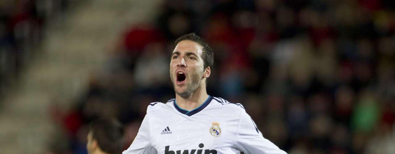El fútbol argentino tiene a un guapo y talentoso representante en el jugador del Real Madrid Gonzalo Higuaín.