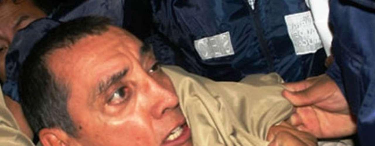 El ex gobernador de Quintana Roo, Mario Ernesto Villanueva Madrid, alias 'El Chueco', fue acusado de delitos como lavado de dinero y delincuencia organizada; el 24 de mayo del 2001 fue capturado en el poblado Alfredo V. Bonfil. Lo detuvo personal de la DEA en coordinación con agentes de la PGR. Villanueva fue entregado el 08 mayo de 2010 en extradición al gobierno de EU.