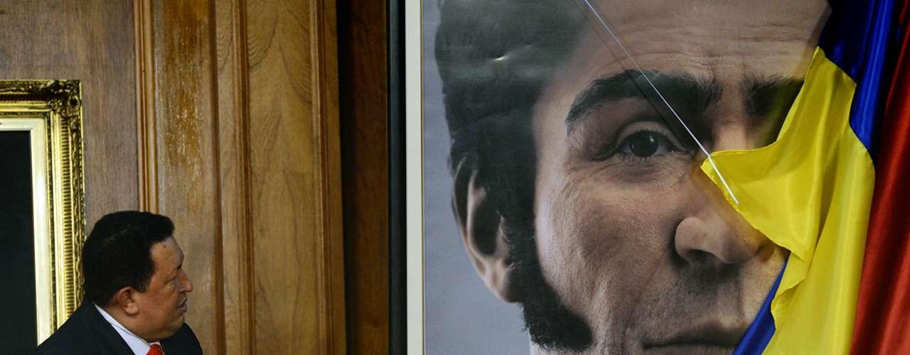 En 2012, Chávez revela la imagen digital del rostro de Simón Bolívar, reconocido como un héroe de la independencia de Venezuela. La imagen fue presentada en el palacio presidencial de Miraflores en el día del nacimiento de Simón Bolívar, quien murió en 1830.