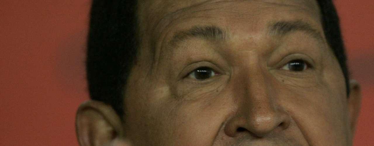 """En 2009, Chávez acusó a Estados Unidos de interferir en un proceso de integración entre Bogotá y Caracas y de """"sembrar cizaña"""". Las tensiones surgieron cuando el ex presidente Álvaro Uribe quería permitir el uso de siete bases militares en diversas regiones de Colombia."""
