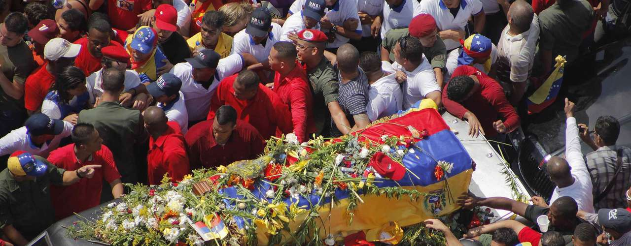 The coffin of Venezuela's late President Hugo Chavez is driven through the streets of Caracas after leaving the military hospital where he died of cancer, in Caracas, March 6, 2013. Authorities have not yet said where Chavez will be buried after his state funeral on Friday.REUTERS/Marco Bello (VENEZUELA  - Tags: POLITICS OBITUARY)