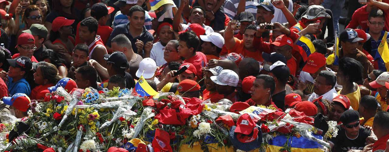 The coffin of late Venezuelan leader Hugo Chavez is driven through the streets of Caracas, after leaving the military hospital where he died of cancer, March 6, 2013. Authorities have not yet said where Chavez will be buried after his state funeral on Friday.                REUTERS/Mariana Bazo (VENEZUELA - Tags: POLITICS OBITUARY)