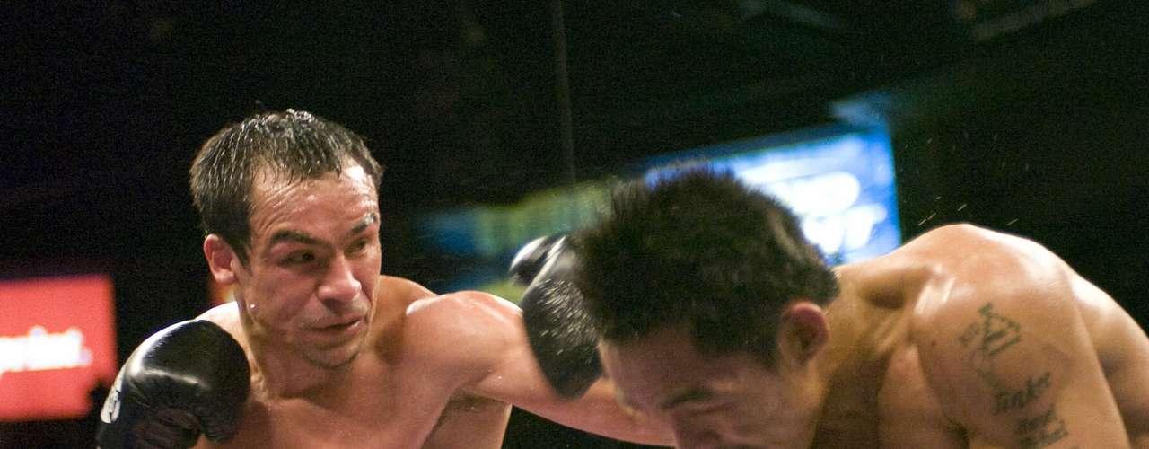 La segunda pelea de Manny Pacquiao y Juan Manuel Márquez: El 15 de marzo de 2008, Juan Manuel Márquez perdió el campeonato de peso superpluma con Manny Pacquiao a través de una controvertida decisión dividida. Márquez fue derribado en el tercer asalto, lo que resultó ser la diferencia en la decisión, puesto que los asaltos restantes estuvieron parejos.