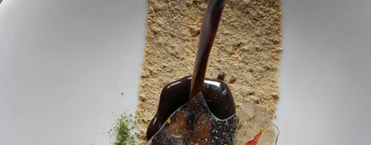 Comandado porlos chefs Bruno Oteiza y Mikel Alonso, sus creaciones se preparan con los ingredientes más frescos de la zona.