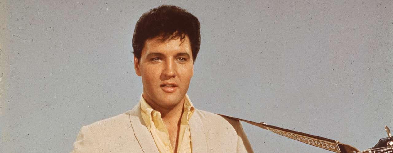 Elvis Presley nunca imaginó que 'Golden Years' sería un gran éxito de la música... pero en voz del afamado David Bowie, quien hizo de esta canción uno de los grandes clásicos de su trayectoria.