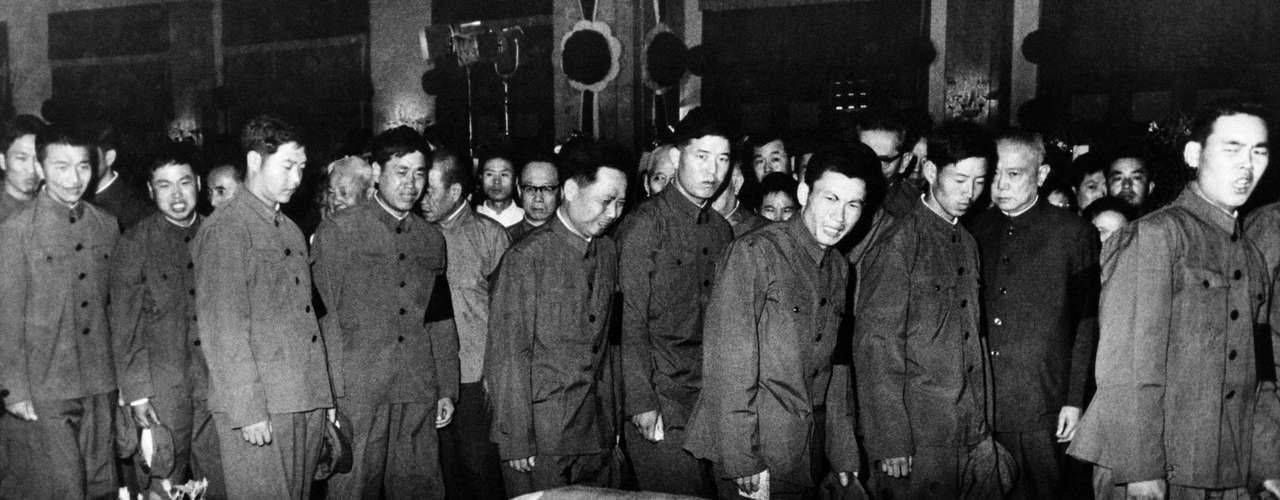 Se cree que alrededor de 1 millón de personas asistieron al funeral del líder chino Mao Tsé-Tung en la Plaza de la Paz Celestial en Beijing, en septiembre de 1976