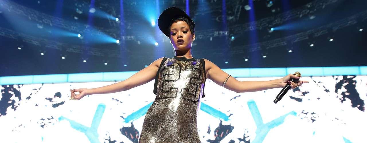 Rihanna tampoco queda fuera de esta lista, pues la diva del pop se negó a colaborar con la banda FUN. en la grabación del tema 'We Are Young'. En su lugar, la cantanteJanelle Monae cantó el ovacionado tema.