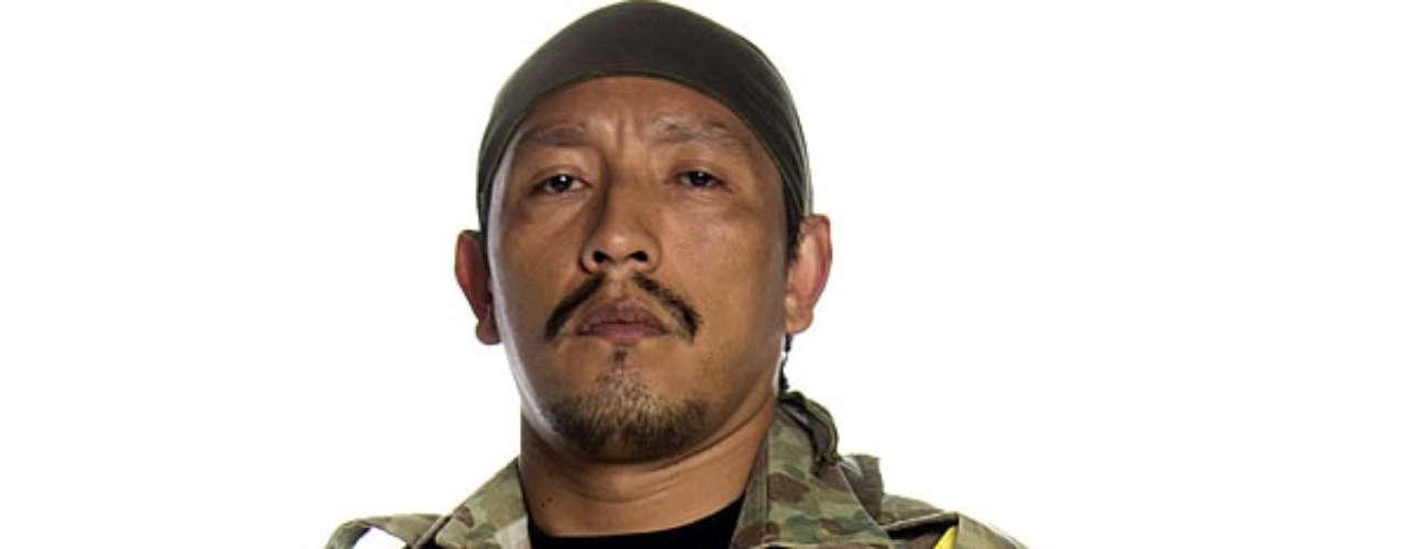 Nelson Camayo es J2: Es uno de los primeros integrantes del grupo insurgente creado por los Castaño, y crecerá dentro de la organización donde librará los más fieros combates.