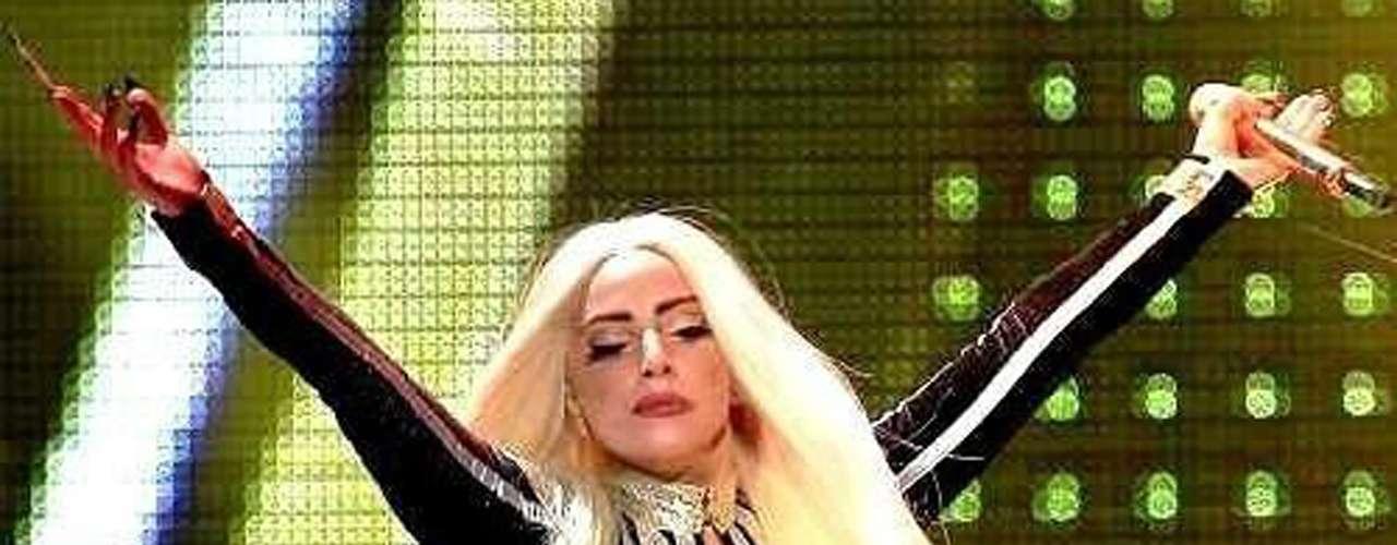 Distintos sitios web sostienen que Lady Gaga incluyó algo más que ritmos bailables en su tema, 'Lovegame'.