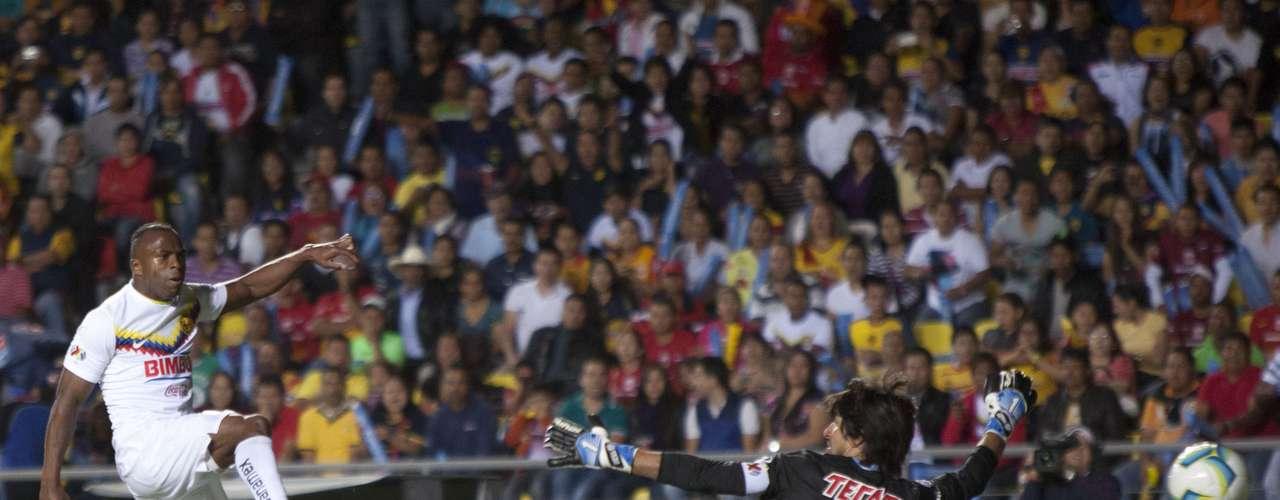 El ecuatoriano igualó la cuenta al 29' con este remate, luego de bajar la pelota de gran manera en el área con el pecho.