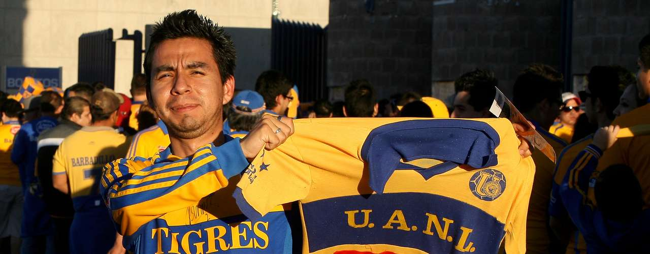 La afición felino invadió San Luis e hizo del Alfonso Lastras un 'mini Volcán' tras haber comprado 22 mil de las 25 mil localidades que se vendieron.
