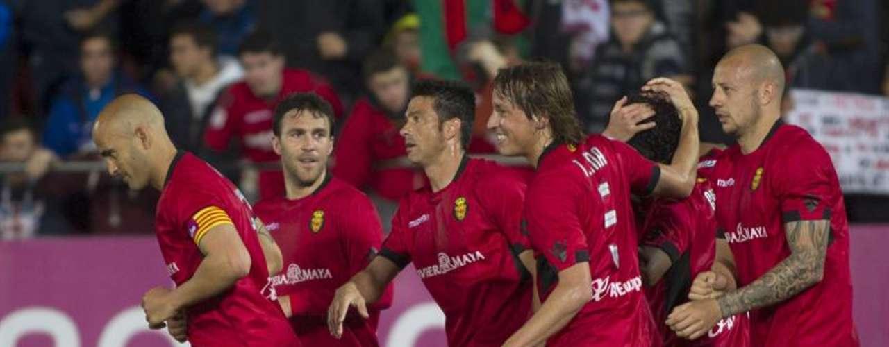 Mallorca volvió a ganar; ahora 2-1 en casa del Sevilla y está a un punto de salir de zona de descenso.