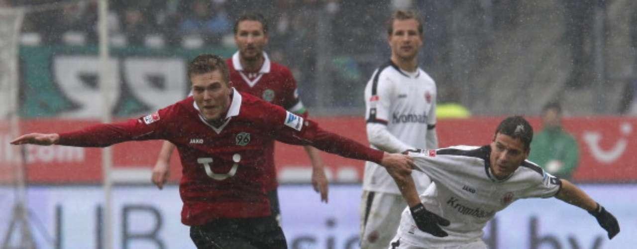 Hannover 96 igualó sin goles frente a Eintracht Frankfurt.