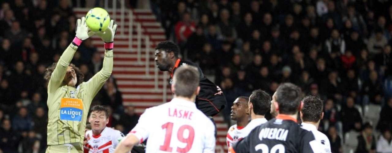 Guillermo Ochoa cerró la cortina por quinceava ocasión en el futbol de Francia, y el Ajaccio derrotó 1-0 a Lorient.