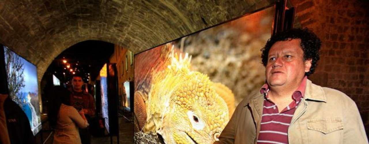 El Ministerio de Ambiente de Ecuador presentó este libro con imágenes de su rica biodiversidad y con el que quiere expresar la idea de un ''Mega-país'', porque alberga a la mayor cantidad de animales y plantas por kilómetro cuadrado del planeta.