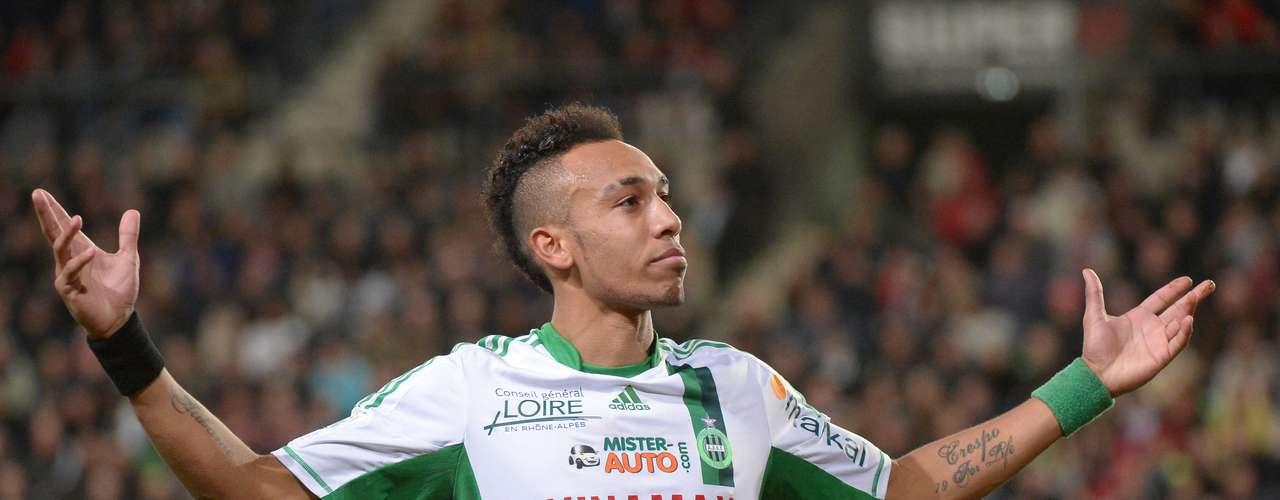 2. El segundo lugar es para el delantero gabonés del Saint-Etienne, Pierre Emerick Aubameyang, quien lleva 16 goles esta temporada. Este fin de semana anotó el segundo gol en el empate 2-2 de su equipo ante el Rennes.