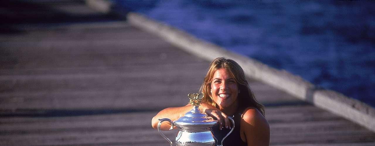 En 1994, Capriati fue ingresada dos veces en un centro de rehabilitación de drogas. Con sobrepeso, regresó al circuito ese mismo año y tuvo éxito en la próxima década. En el 2001, después de superar las lesiones en el tendón de Aquiles y el codo, se convirtió en la cabeza de serie con peor ranking de ganar el Abierto de Australia en la historia.