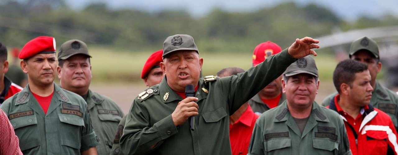 Aunque no se tiene un número exacto sobre a cuánto asciende la fortuna de Chávez, Jerry Brewer, experto en estrategia antiterrorismo, dice que es de 1.8 mil millones de dólares como mínimo. Brewer ha estado analizando el capital de Chávez desde 2010. El estimado fue calculado basado en posibles cuentas en el extranjero, oro y negocios.