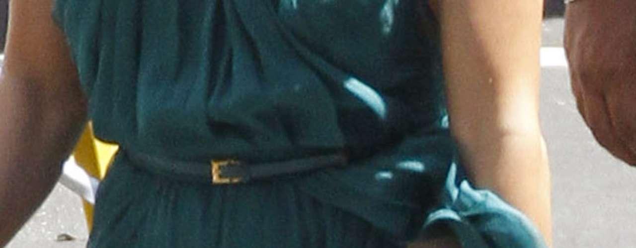 ¿Nolo creen? Aquí un close-up de la ex de Marc Anthony que usó una ligera faja para que hiciera presión en su abdómen y éste luciera más plano