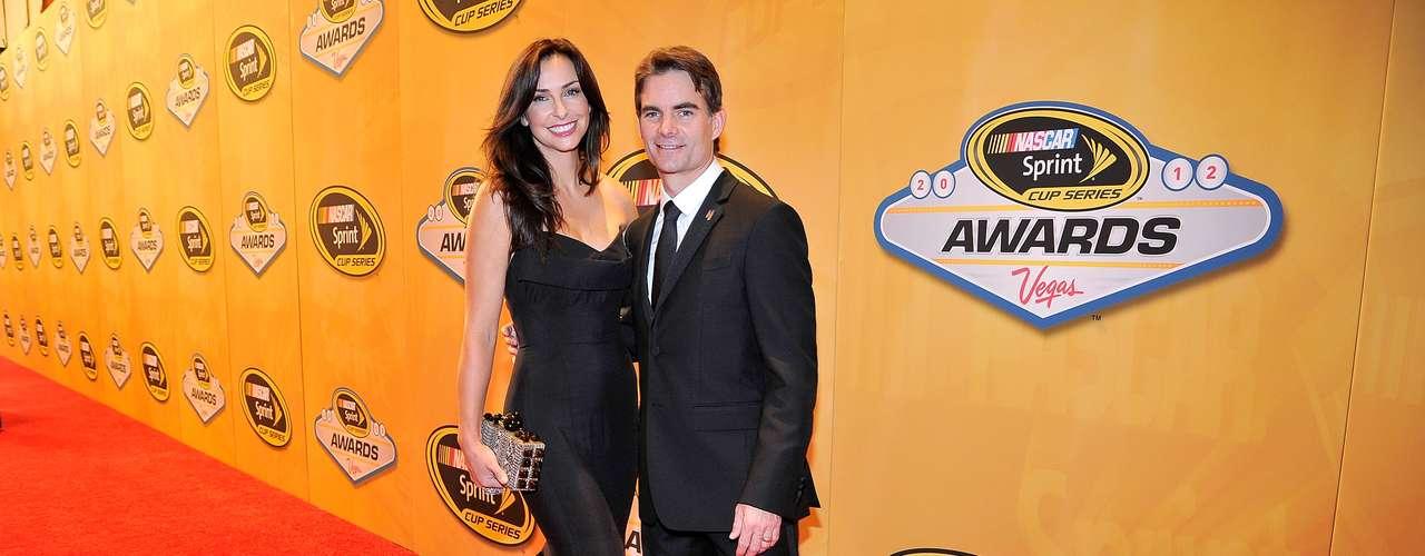 Jeff Gordon e Ingrid Vandebosch: El piloto de la NASCAR y la bella modelo se conocieron en 2002, empezaron a salir en 2004, se comprometieron y se casaron en 2006. Tienen dos hijos juntos, Ella Sofía y Leo Benjamin.