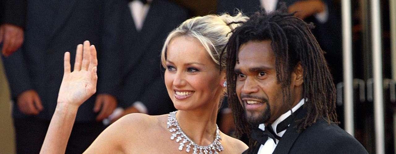 Christian Karembeu y Adriana Karembeu: El ex mediocampista internacional francés y la espectacular modelo eslovaca estuvieron casados entre 1998 y 2012, aunque estuvieron separados desde marzo de 2011.