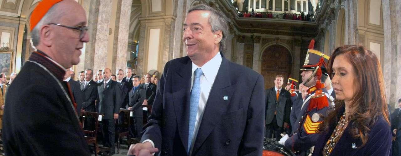 Tras la ruptura sin retorno con Néstor Kirchner, la conducción del Episcopado se reunió por primera vez con Cristina Kirchner semanas después de su asunción en 2007.