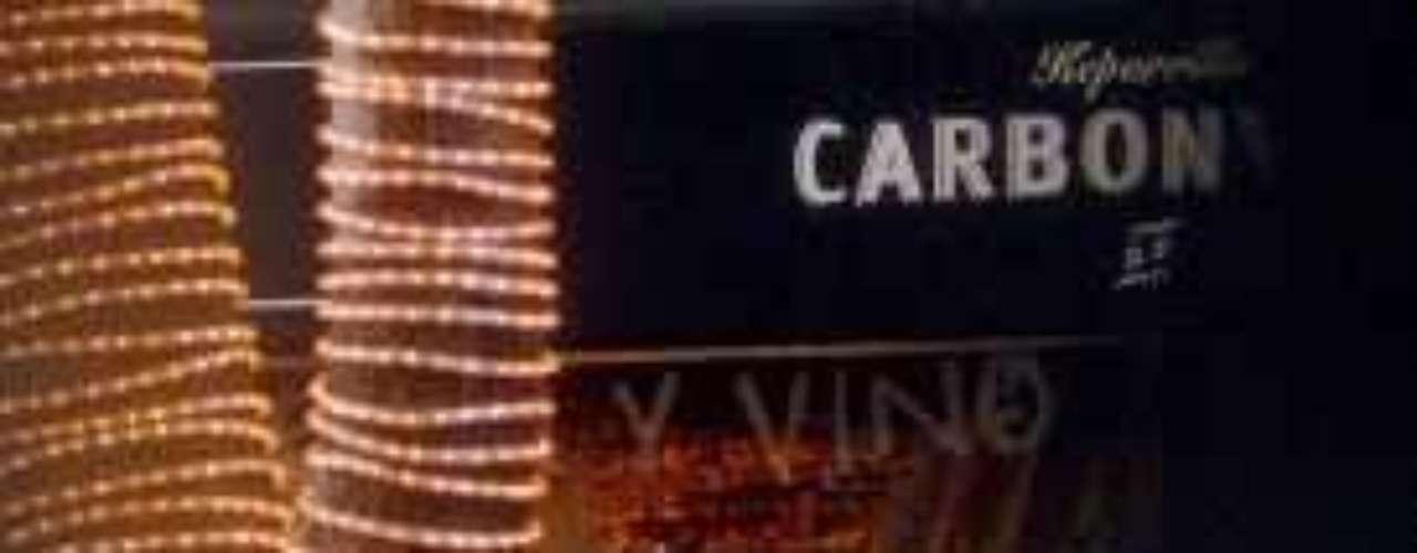 Los paparazzo siempore andan detrás de sus huesitos. En esta foto no hacía nada malo, sólo compraba comida china para llevar.Los peores casos de alcoholismo de la TV hispana¿Gallitos de pelea? Los actores y sus... ¡guerras en el set!Cubanas en las novelas... ¡Candela pura!Dos actrices, un personaje... ¿Quién lo hizo mejor?