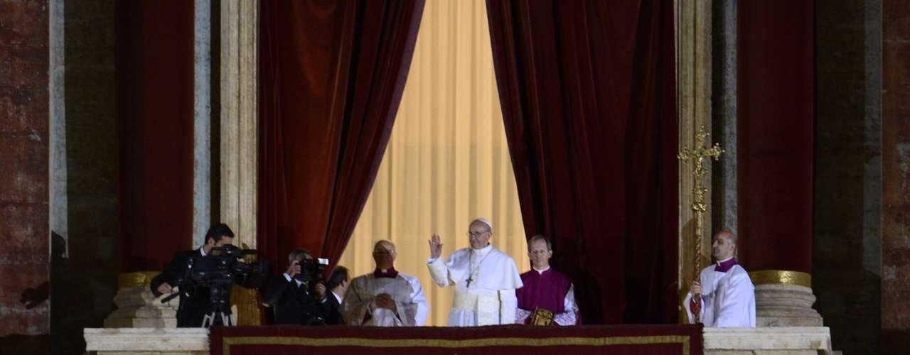 Miembro de la comunidad francisca monseñor Jorge Bergoglio nació en la ciudad de Buenos Aires el 17 de diciembre de 1936.