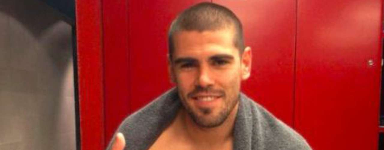 On goalie Victor Valdes' Facebook page he talked about what a great way to celebrate his 100th Champions League game the victory was. Surfs up!