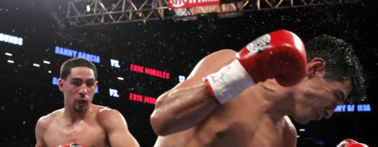 Apenas el año pasado, Danny García le propinó un espectacular y doloroso nocaut al mexicano Erik Morales en el cuarto round y retuvo el cinturón Superligero de la AMB y CMB. El golpe que recibió el 'Terrible' incluso lo hizo girar en su propio eje.