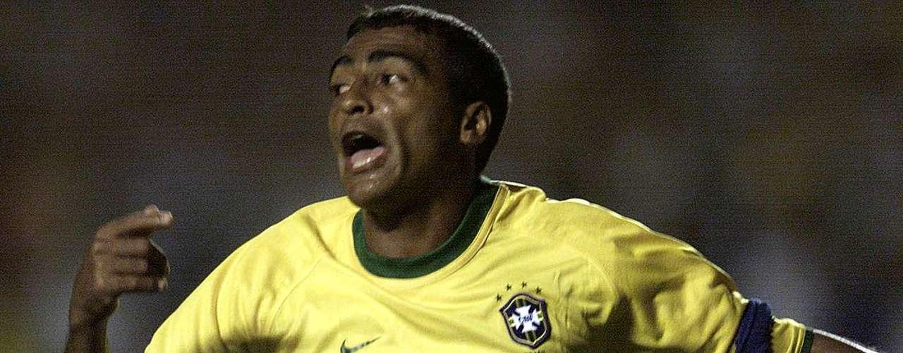 Romário (Delantero-Brasil): Pese a que fue un delantero de inspiración, soberbio regate y autor de goles inimaginables, siempre figuraba en la prensa por su vida amorosa, su afición a la vida nocturna, las ausencias a los entrenamientos, peleas y privilegios. Por ejemplo, en 2009 es condenado a dos años y medio de prestación de servicios y una multa de 391.000 reales (cerca de 223.400 dólares) por no declarar los ingresos que recibió del Flamengo en 1996.