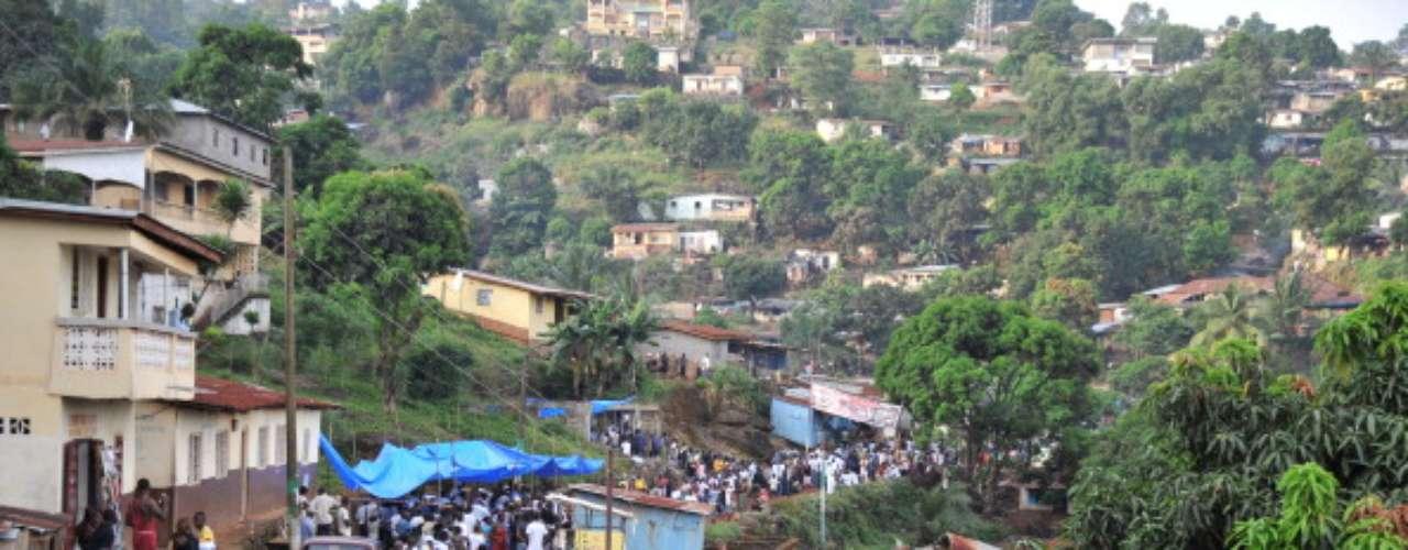 Los habitantes de Sierra Leona tienen una esperanza de vida menor a la de los nigerinos: 48,1 años.