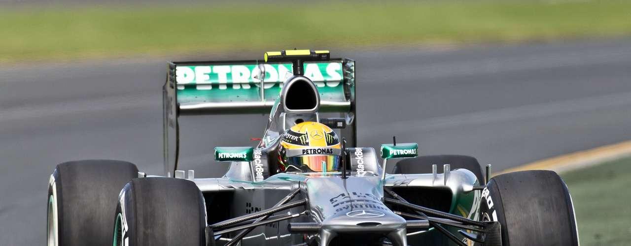 Lewis Hamilton se quedó con el séptimo tiempo en la general del día y se accidentó con su Mercedes faltando cinco minutos para el final de la segunda tanda de pruebas.