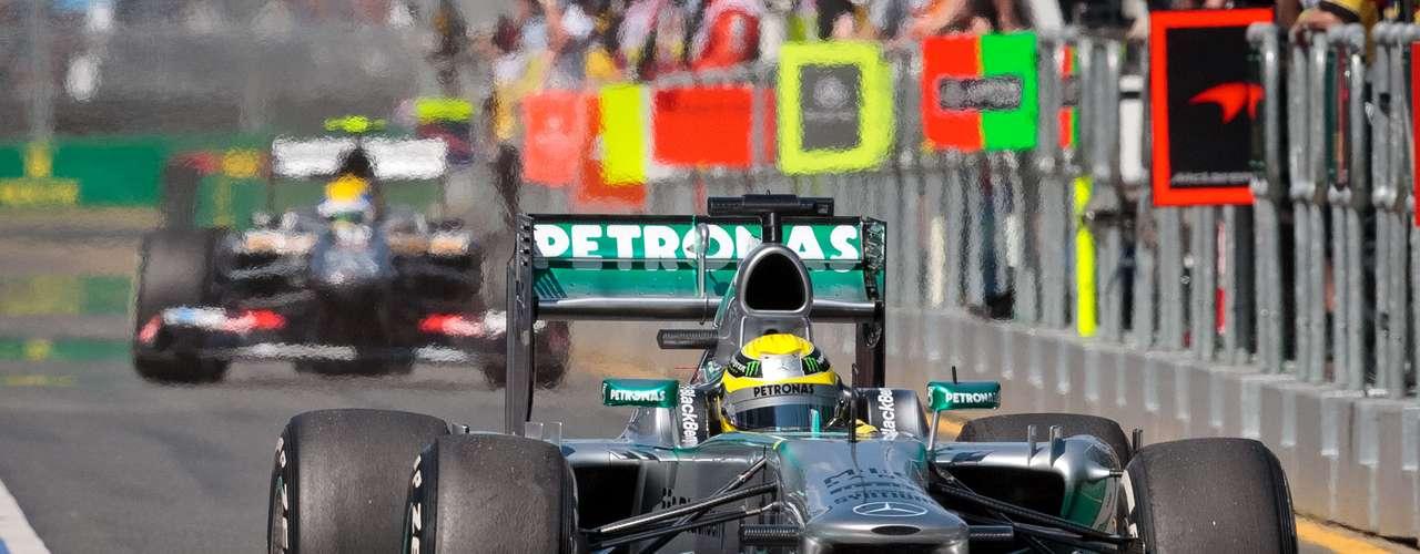 Figura en las pruebas de pretemporada, Mercedes se ubicó en tercer lugar gracias a Nico Rosberg, a pesar de los problemas en la caja de cambios.