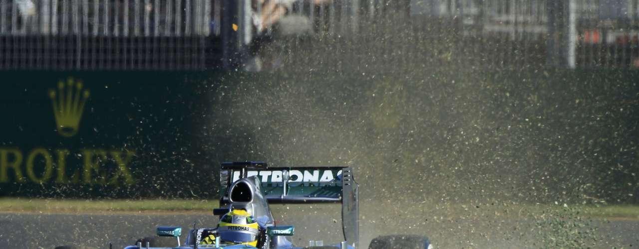 Nico Rosberg fue otro de los que mostró dificultades para controlar su auto.