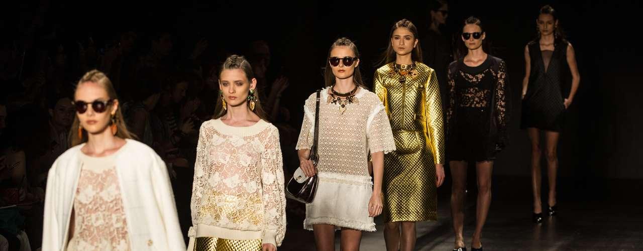 Têca por Helô Rocha: La marca fue fundada en 2005 por Helô Rocha y pronto pasó a llamar la atención de las celebridades brasileñas. La diseñadora es conocida por mezclar estampados, trabajos artesanales y referencias actuales en sus prendas.
