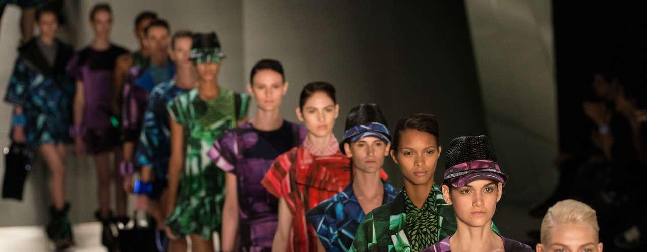 Triton: La primera marca creada por Tufi Duek fue fundada en 1975 como una marca de camisetas. La estilista Karen Fuken asumió la dirección en 2007. Triton debutó en las pasarelas durante la primera edición de la SPFW en 1996, cuando todavía se llamaba Morumbi Fashion. Triton es conocida por su jeanswear y su estilo joven e inspirado en el rock. Gisele Bundchen y Paris Hilton ya desfilaron por la marca.