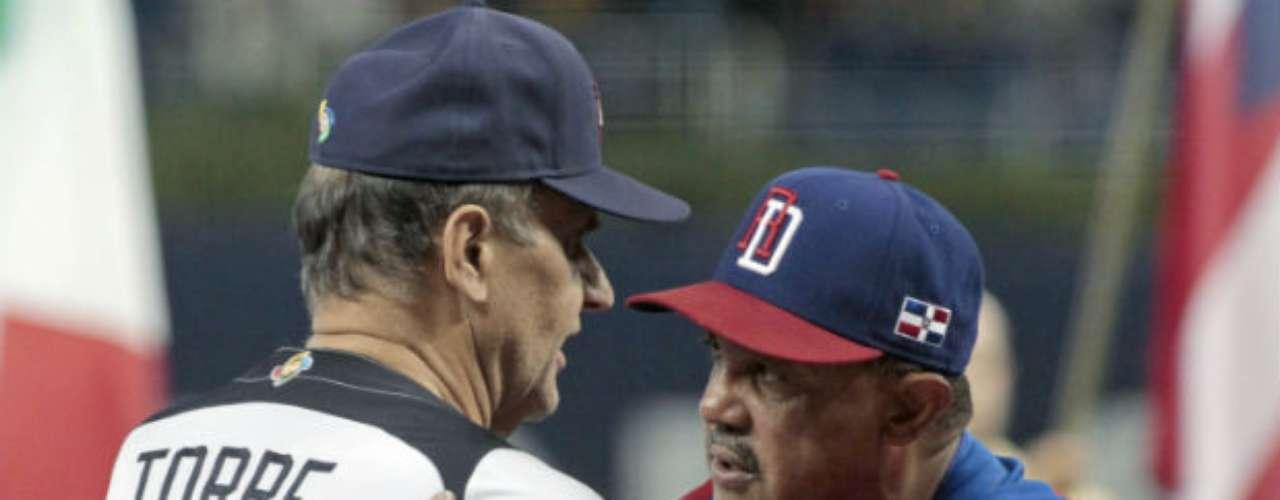 Antes del juego, ambos managers Joe Torre y Tony Peña, de Estados Unidos y Dominicana, respectivamente, se saludaron.