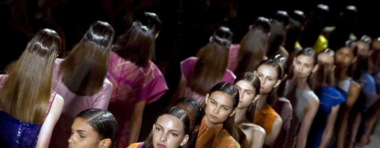 Fernanda Yamamoto: La diseñadora Fernanda Yamamoto lanzó su marca en 2008 y trabaja con prendas artesanales, materiales nobles y diseños minimalistas. Yamamoto, administradora y graduada en la escuela Parsons de Nueva York, debutó en la SPFW en 2010 y ya presentó sus colecciones en las semanas de moda de Tokio y Chile.