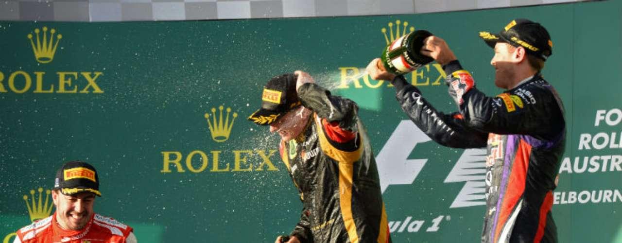 La alegría y la euforia en el primer podio. Tricampeón y bicampeón se subieron entre los tres primeros lugares.