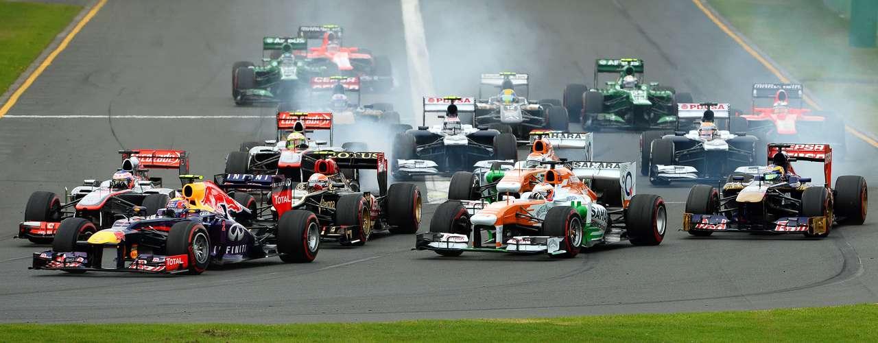 La largada del primer Gran Premio del año, espectacular.