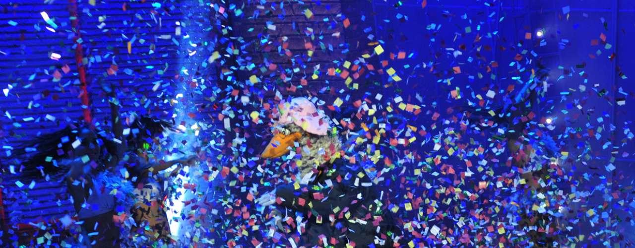 Morandé con Compañía volvió con todas las pilas puestas. Y uno de los hits que presenta en esta nueva temporada es el nuevo personaje de Cristián Henríquez (Ruperto): Paulo Escobar, El Patrón del Pan. Al actor se le ocurrió inmediatamente representarlo cuando comenzaron a emitir la serie en MEGA. En Las Últimas Noticias comentó que fue bastante complicado. Lo estudié y lo estudié hasta que sentí que lo tenía bien agarrado. Ahí nos tiramos con los ensayos, nos salió bien y hemos tenido buena recepción del público. El capítulo también contó con la participación de Che Copete, Marlén Olivarí, \