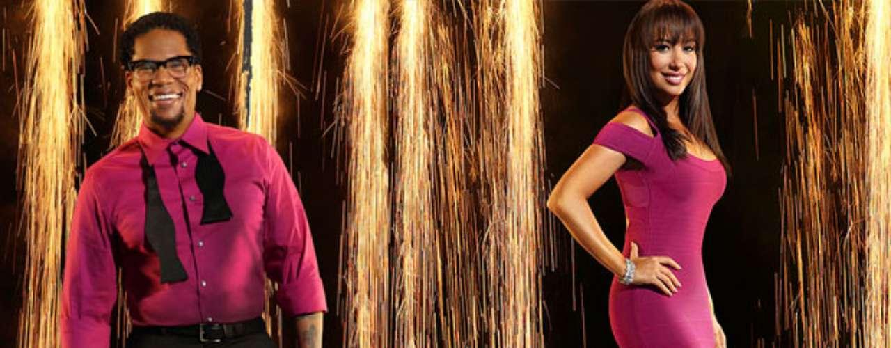 D.L. Hughley y Cheryl Burke. El comediante viene con toda la intención de conquistar a la audiencia con su ritmo. Su pareja es Cheryl, quien acompañó a William Levy el año pasado logrando un segundo lugar.