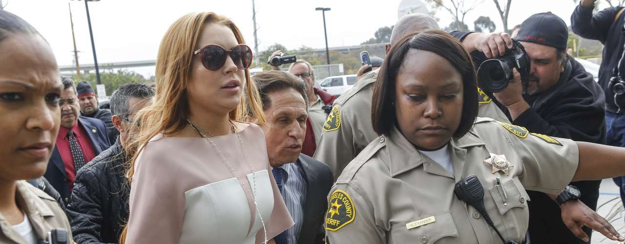 Esta vez Lindsay no asistió acompañada por su madre quien siempre asiste a las audiencias de su hija